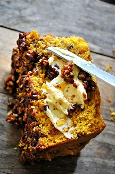 This vegan pumpkin bread is studded with pecans and topped with a pecan pie filling. This vegan pumpkin pecan pie bread is refined sugar free and perfect! Pumpkin Pecan Pie, Vegan Pumpkin Bread, Vegan Bread, Pumpkin Spice, Pumpkin Cheesecake, Pumpkin Recipes, Vegan Pecan Pie, Breakfast And Brunch, Vegan Foods
