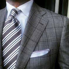 Mr Daniel Meul is wearing a fantastic silk tie by Viola Milano. Available online at www.pauwmannen.com