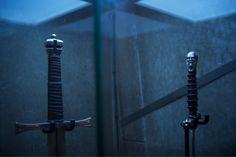 Desde Ubisoft se han filtrado nuevas imágenes del rodaje de la película de Assassin's Creed, donde se muestran las espadas de los templarios que aparecerán en el film de Justin Kurzel.
