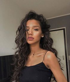 Uploaded by Vanessa. Find images and videos about girl, hair and curly on We Heart It - the app to get lost in what you love. Hair Inspo, Hair Inspiration, Curly Hair Styles, Natural Hair Styles, Curly Girl, Long Curly Hair, Grunge Hair, Brunette Hair, Brunette Color