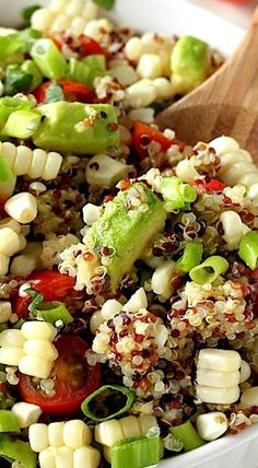End of Summer Corn, Tomato, and Avocado Quinoa Salad - Baker by Nature - - Anisha Howell Salad Recipes Avocado Quinoa, Quinoa Salat, Avocado Salads, Vegetarian Recipes, Cooking Recipes, Healthy Recipes, Quinoa Salad Recipes, Healthy Snacks, Healthy Eating