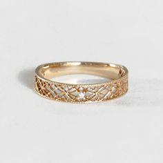 ダイヤモンド K10 イエローゴールド リング レースのようなアンティーク調の華奢な透かしの中央にダイヤが輝くレディースリング 繊細なスカシがオシャレでかわいい DIA ピンキーリングにも プレゼント 贈り物に 送料無料 4月の誕生石ダイヤ 10K 10金 gold k10【楽天市場】