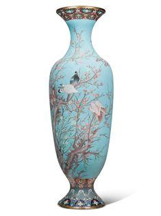 Japanese Vase, Japanese Porcelain, Japanese Pottery, Bone Crafts, Japan Architecture, Urn Vase, Japanese Aesthetic, Chinese Antiques, Porcelain Vase