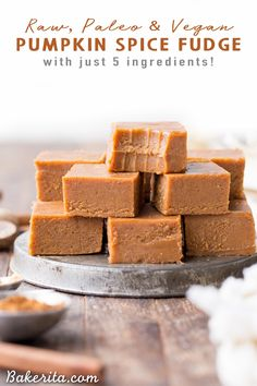 This Raw Vegan Pumpkin Spice Fudge is an easy-to-make, no-cooking-necessary treat that melts in your mouth and tastes like fall! With just five ingredients, this paleo and vegan homemade fudge couldn't be easier to make. Raw Vegan Desserts, Vegan Dessert Recipes, Fudge Recipes, Delicious Desserts, Healthy Desserts, Raw Vegan Cake, Vegan Raw, Paleo Vegan, Vegan Treats