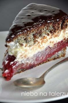 Sponge cake with raspberries Cookie Desserts, Cookie Recipes, Dessert Recipes, Potica Bread Recipe, Czech Recipes, Polish Recipes, Yummy Cakes, Sweet Recipes, Baking Recipes