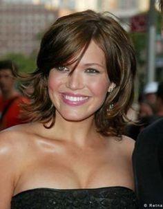 15-Mandy-Moore-short-hair-sassy-styles-wavy-romantic-formal