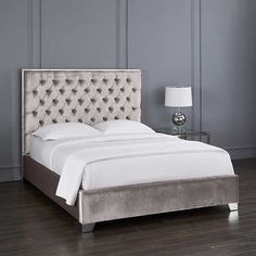 Small room: innovative ideas and tips for decoration - Home Fashion Trend Grey Bedroom Furniture, Gray Bedroom, Bedroom Sets, Bedroom Wall, Bedroom Decor, Silver Bedroom, Stylish Bedroom, House Furniture, Master Bedrooms