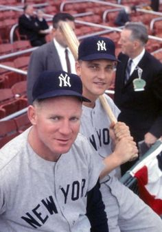 Whitey Ford and Roger Maris - NY Yankees during the 1960 World Series Baseball Star, Baseball Photos, Sports Baseball, Baseball Cards, Go Yankees, New York Yankees Baseball, Famous Baseball Players, Mlb Players, Equipo Milwaukee Brewers