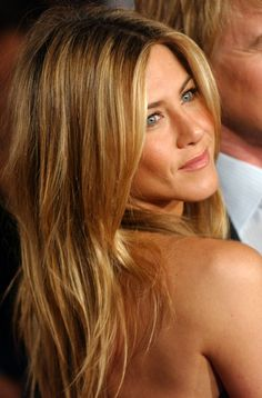 I love Jennifer Anistons hair, style and makeup. Classy.