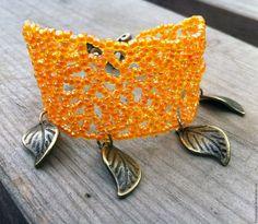 Купить или заказать Браслет 'Autumn rust' в интернет-магазине на Ярмарке Мастеров. Яркий осенний браслет из бисера с подвесками в виде листочков и удобной застежкой-тогл. Изящное фирменное плетение Freya Bijoux, созданное по уникальной схеме, …