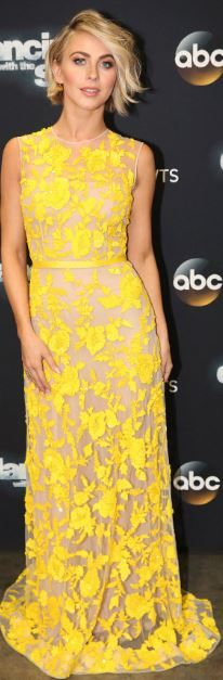 Who made  Julianne Hough's yellow print gown?