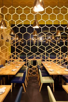 Laem-charoen-seafood-Siam-Paragon-Design-By-Onion-Architects thinking of a graphic fish net. Restaurant Concept, Cafe Restaurant, Cafe Bar, Commercial Design, Commercial Interiors, Architecture Design, Restaurant Interior Design, Environmental Design, Interior Design Inspiration