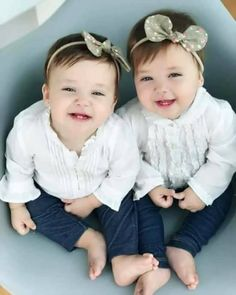 35 Winter Outfit Ideas That Look Cute for Your Twins Baby Girl # Cute Little Baby, Baby Kind, Little Babies, Twin Baby Photos, Cute Baby Pictures, Twin Baby Girls, Twin Babies, Cute Twins, Cute Babies