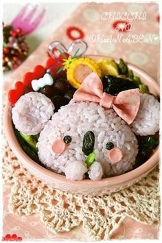 Bento ---only because this is the cutest thing ever (Thought it was a Panda)ⓚⓐⓦⓐⓘ! Japanese Bento Box, Japanese Food Art, Japanese Dishes, Cute Bento Boxes, Bento Box Lunch, Bento Lunchbox, Bento Kawaii, Food Art Bento, Bento Kids