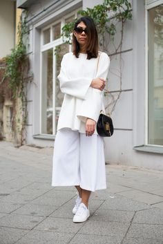 theadorabletwo_all_white_outfit_Frühling_Berlin_streetstyle_Look_COS_culotte