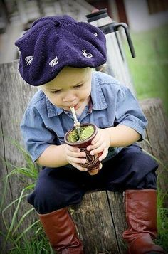 the passion begins at an early age! A baby gaucho (gauchito?) sipping his maté. What a charming picture, Argentina