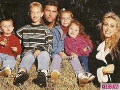Miley Cyrus awkward family photo