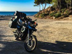 Spanien – Kichern in Valencia Kichern in Valenica Halb 6 werde ich wach und freue mich über den ersten hellen Streifen am Horizont. Yeah, ich hab den Sonnenaufgang direkt vor der...  #AugedeValencia #Churros #Erfahrungen #Europa #Feigen #Frühstück #Hostel #Küste #Meer #Motorrad #Oliven #Pealla #Plantagen #Podcast #Roadtrip #Rundreise #Siesta #Sommer #Sonnenaufgang #Spanien #Strand #summer #Tagebuch #Töff #Valencia #Vino #Zelten Leben pur! Unterwegs. Mit dem Motorrad quer durch Spanien - 2016 Roadtrip, Churros, Strand, Valencia, Vehicles, Europe, Sunrise, Figs, Journal Paper