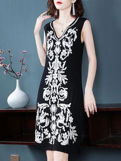 Fashion Embroidery V-Neck Sleeveless Fit Flare Dress