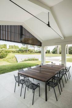 Casa a Monteviale by ASA Studio Albanese   HomeAdore www.fiori.com.au #outdoorkitchen #bbqdesign #bbqarea #outdoorkitchenandbbq #entertainingarea #entertainingathome Studio, Study