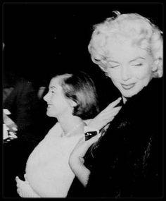 """11 Mars 1955 / (Part II) Marilyn accompagnée de Milton GREENE se rend à un dîner donné par le """"Friars Club"""" au """"Waldorf Astoria""""..."""