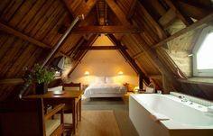 dachschräge einrichten gemütliches schlafzimmer mit kleinem essbereich