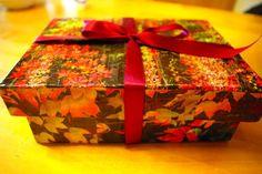 """Eine sehr schöne weihnachtliche Kiste inspiriert durch """"Catch, Cut & Fold"""" von der Edition Michael Fischer Bild gefunden auf: http://www.mamaviola.de/?cat=17&paged=3"""