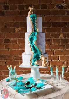 Proof That Geode Cakes Are The Crown Jewel Of All Wedding Trends