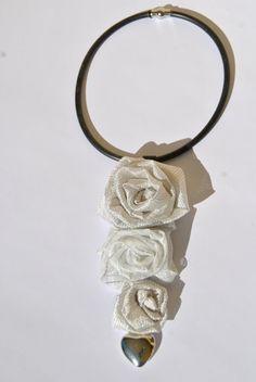 collana caoutchouc rose stoffa bianco argento charm di comivishop