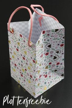 Tinker gift paper bag - with craft template & plotter freebie and instruction video - wrap weddi Diy Paper Bag, Paper Bag Crafts, Paper Gift Bags, Paper Gifts, Diy Jewelry Rings, Diy Jewelry Unique, Diy Jewelry To Sell, Beaded Jewelry, Dollar Store Halloween