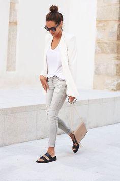 On aime le blazer crème associé au slim gris et le mix entre la tendance chic et casual.