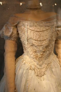 Details of the White Queen's Dress.
