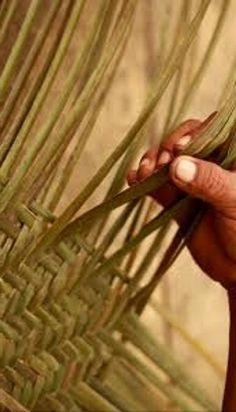 Tejido de fibra de palma por la etnia Yekuana. Amazonas, Venezuela