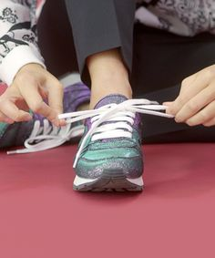 94b6eaa07e342e Let s get this straight — tying your shoe isn t a styling trick. It s