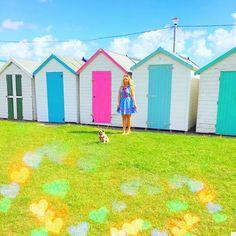 I'm a sucker for a pretty beach hut  #beachhutlife #ihavethisthingwithcolor #colorcolourlovers #beachhuts #paignton #beachlife #britishseaside #pugmum #pug #dogonholiday #travellingpug #chesterstravels #beachhut #thatsdarling #abmlifeiscolorful #dresscolourfully #myrainbowlife #rainbowlove #coloragram #myunicornlife #candybrights #flashesofdelight #summercolours #beachhutstyle #beachhutlove #holibobs2016 #holidayspam #happyholidays ⛵️