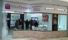Perfumería MaxDream Cáceres en el día de su inauguración