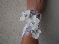 """Bracelet fleuri pour mariage - blanc et argent - """"orchidée"""" : Bracelet par sophialaura"""