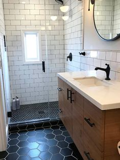 The astounding 75 Beautiful Midcentury Modern Bathroom Pictures Ideas Houzz With Amazing Mid Century Modern Bathroom pics below, is part … Mid Century Modern Bathroom, Modern Bathroom Tile, Bathroom Interior Design, Laundry In Bathroom, Small Bathroom, Bathroom Renos, Bathroom Ideas, Master Bathroom, Bathroom Pictures