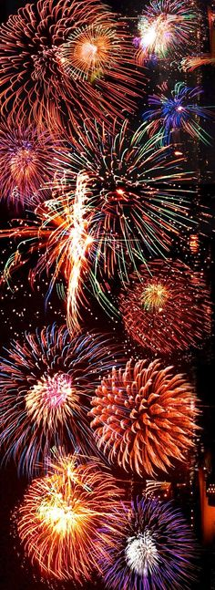 Fireworks…That is one helluva sky full! Gee, wonder if it's enhanced a bit… Fireworks…That is one helluva sky full! Gee, wonder if it's enhanced a bit? Happy 4 Of July, Fourth Of July, Happy New Year, Silvester In Dresden, Graffiti Kunst, Image Nature, Fire Works, Bonfire Night, Sparklers
