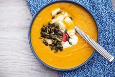 Hokkaidosuppe er den dejligste græskarsuppe og her er en opskrift på smagfuld, cremet og virkelig god suppe samt forslag til toppings