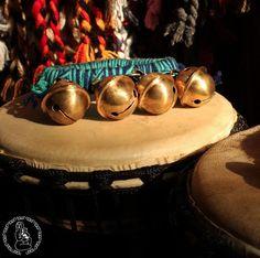 Kaskawilla, instrumento de percusión mapuche. Cuero y cascabeles de bronce. #mapuche #Instrumentos #percusión #origenes