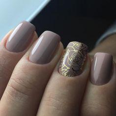 Золотой рисунок на ногтях