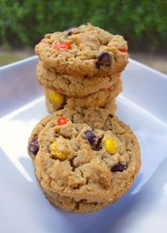 Reese's Pieces Peanut Butter Oatmeal Cookies approximately 30 cookies (Printable Recipe) 1 cup all-purpose flour 1 teaspoon baking soda . Peanut Butter Oatmeal, Peanut Butter Recipes, Peanut Butter Cookies, Köstliche Desserts, Delicious Desserts, Dessert Recipes, Yummy Food, Tasty, Yummy Treats