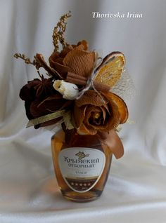 Gallery.ru / Фото #2 - Украшалки (дарим подарки красиво) - Thorivska1983 Paper Bouquet, Candy Bouquet, Candy Flowers, Paper Flowers, Valentine Decorations, Flower Decorations, Vegetable Bouquet, Japanese Gifts, Wine Decor