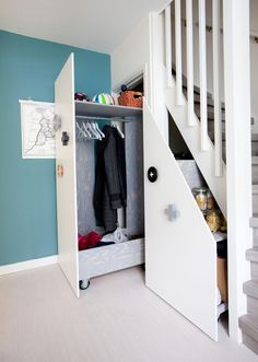 Pull-out cupboards pantry under stairs Staircase Storage, Stair Storage, Staircase Design, Closet Under Stairs, Under Stairs Cupboard, Diy Interior, Home Interior Design, House Stairs, Closet Designs