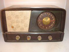 Antique Montgomery Wards Airline Tabletop Radio
