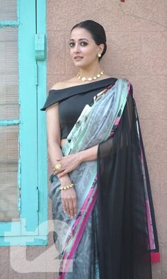 Little black dress backless classy most popular Ideas Black Blouse Designs, Saree Jacket Designs, Sari Blouse Designs, Designer Blouse Patterns, Blouse Neck Designs, Kurta Designs, Design Patterns, Stylish Blouse Design, Raima Sen