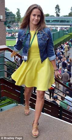 The ever stylish artist Kim Sears in a gorgeous canary yellow / denim combo. - Yellow Dresses - Ideas of Yellow Dresses Fashion Idol, Skirt Fashion, Fashion Outfits, Fashion Beauty, Canary Yellow Dress, Date Outfit Casual, Tennis Clothes, Skater Dress, Spring Summer Fashion
