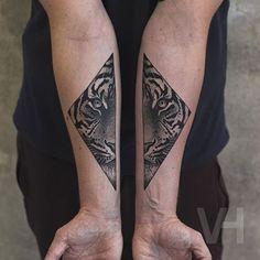 #Tattoo by @valentinhirschtattoo /// #⃣#Equilattera  #tattoos #tat #tatuaje #tattooed #tattooartist #tattooart #tattoolife #tattooflash #tattoodesign #tattooist  #bestoftheday #original #miami #mia #creative #cool #awesome #love #ink #art #design #artist #illustration #animal #black #geometric #tiger  Posted by @GerardoWaz