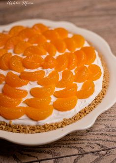 There are sweet mandarin oranges inside this no bake cheesecake as well as on top, it is a sweet treat that everyone loves  Varză!! cantitățile